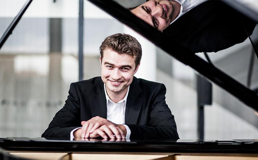 Pianist Torben Beerboom am Flügel